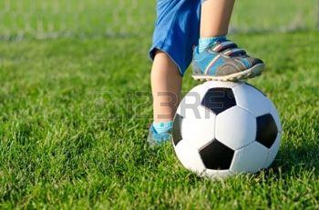voetbalinstuif 15887740 voet-rust-op-de-top-van-een-voetbal